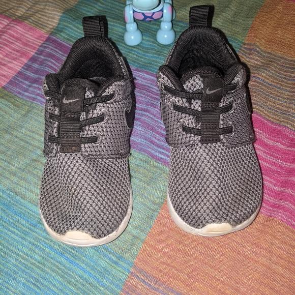 Nike Other - Nike Roshes